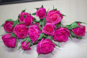 сделать цветы +из гофрированной бумаги +своими руками